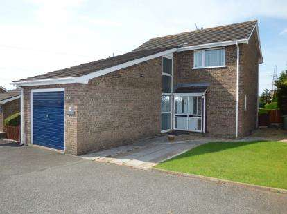 3 Bedrooms Detached House for sale in Glan Llyn, Llanfairpwll, Anglesey, North Wales, LL61