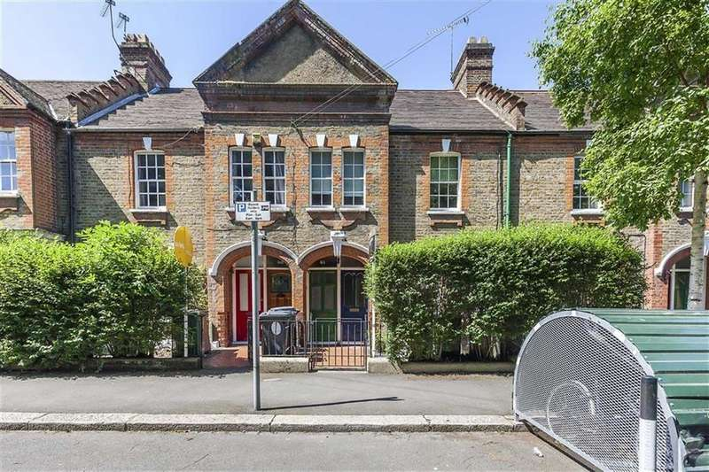 2 Bedrooms Flat for sale in Winns Terrace, Walthamstow