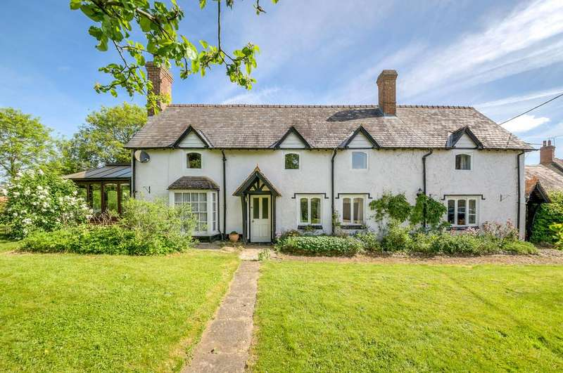 5 Bedrooms Detached House for sale in Valley Road, Finmere