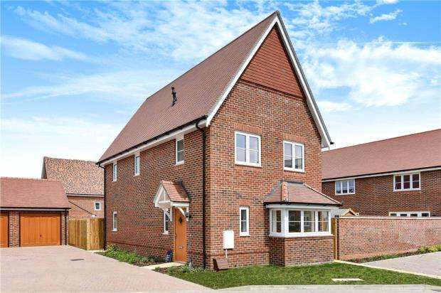 3 Bedrooms End Of Terrace House for sale in Warren House Road, Wokingham, Berkshire