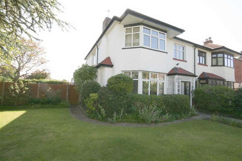4 Bedrooms Semi Detached House for sale in Griffiths Drive, Southport