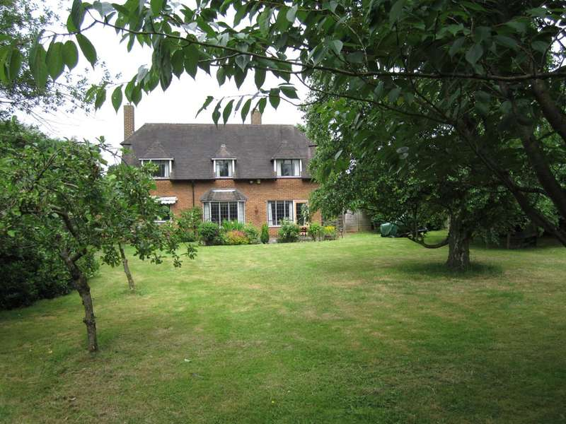 4 Bedrooms Detached House for sale in Walkwood Rise, Beaconsfield, HP9