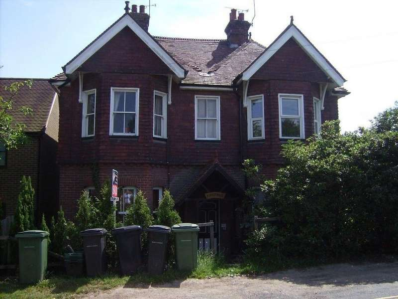 2 Bedrooms Flat for rent in Firefield, Brightling Road, Robertsbridge, TN32 5DP
