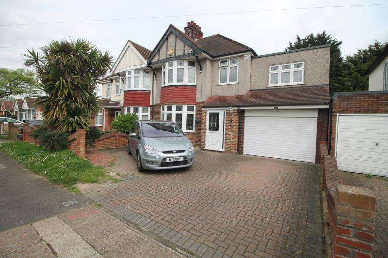 4 Bedrooms Terraced House for rent in Orchard Avenue, Rainham RM13
