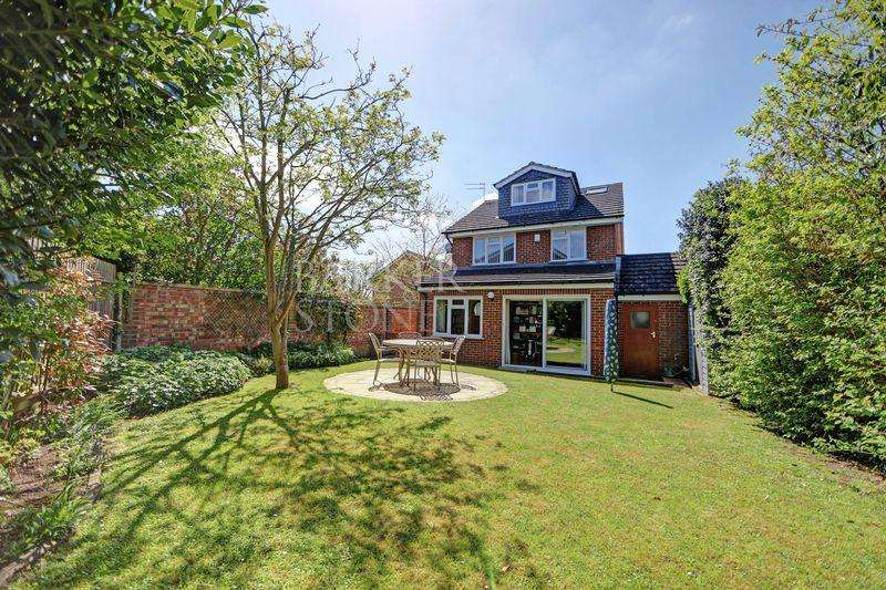 4 Bedrooms Detached House for sale in A blissful life on Bissley Drive