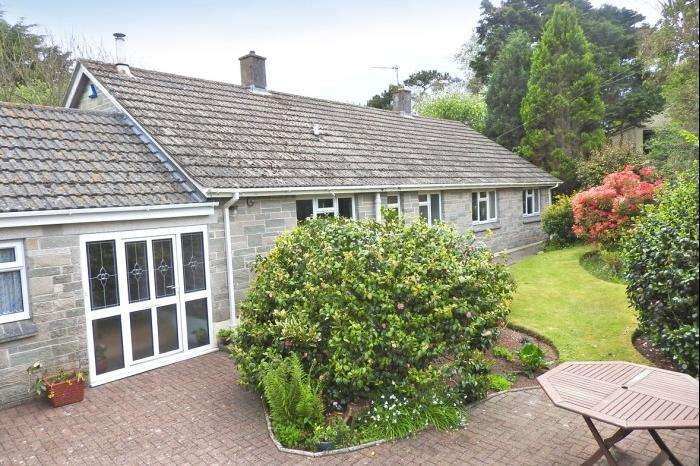 3 Bedrooms Bungalow for sale in TREVARRICK, NANTITHET, CURY, TR12