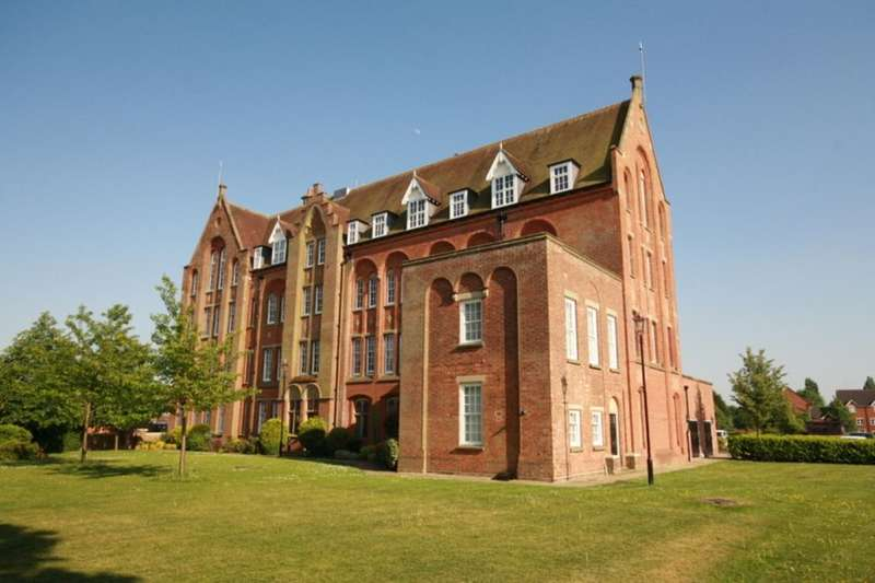 2 Bedrooms Flat for sale in Salisbury Close, Crewe, CW2
