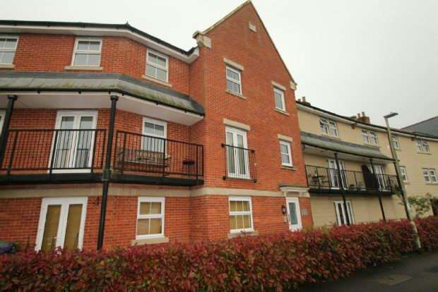 2 Bedrooms Flat for sale in Cirrus Drive, Shinfield, Reading