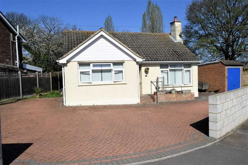 2 Bedrooms Detached Bungalow for sale in Rowland Close, Darland