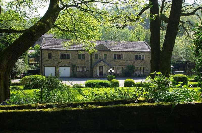 5 Bedrooms Detached House for sale in Branch Road, Barkisland