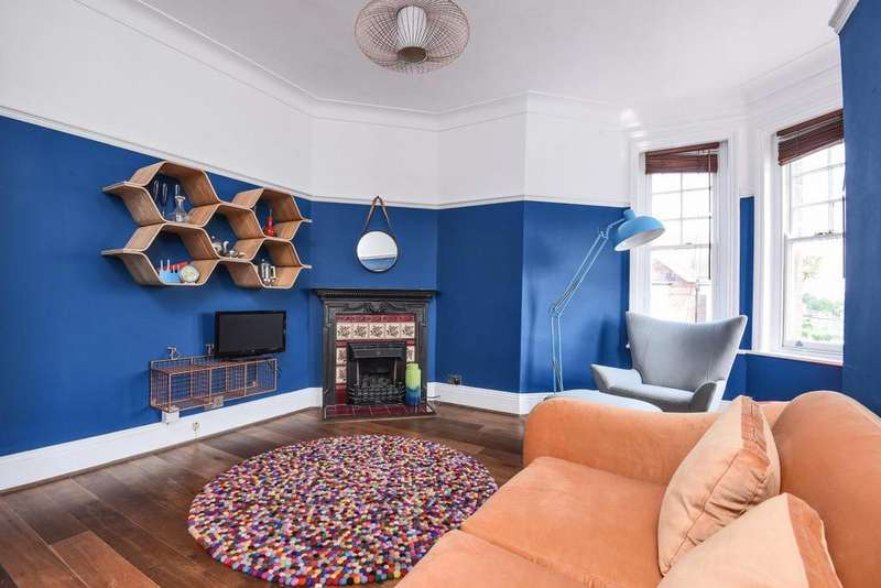 3 Bedrooms Flat for sale in Hillside Road, Streatham Hill