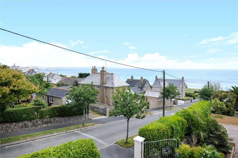 5 Bedrooms Detached House for sale in A superb contemporary detached home