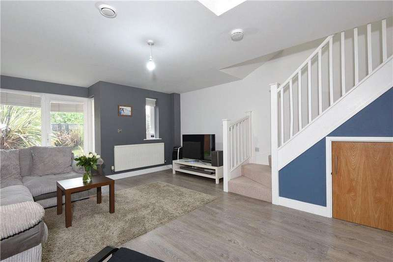 2 Bedrooms Terraced House for sale in Papworth Close, Newport Pagnell, Buckinghamshire