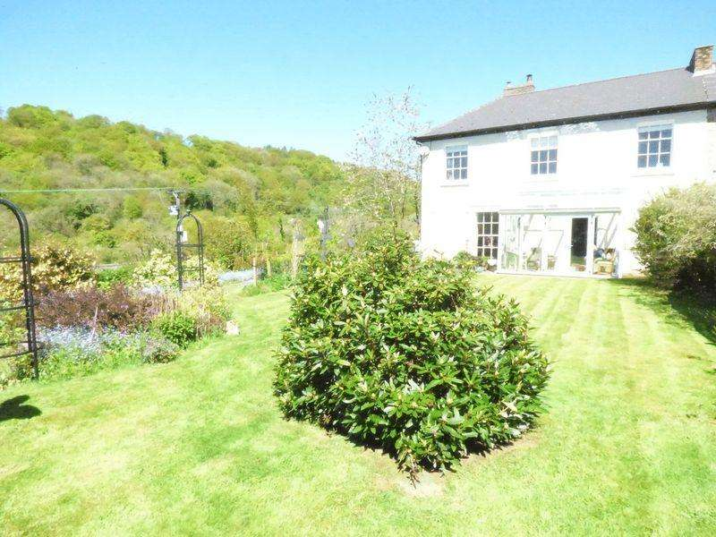 4 Bedrooms Semi Detached House for sale in Denbridge Road, Pontypool