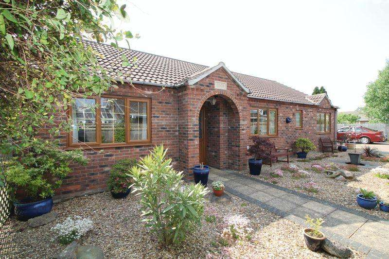 3 Bedrooms Detached Bungalow for sale in Church Lane, Donington