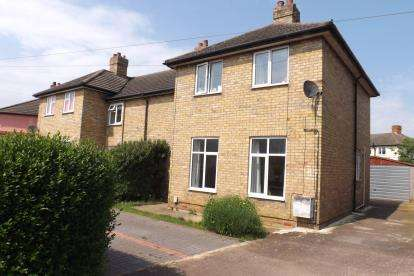 3 Bedrooms Semi Detached House for sale in Lawrence Road, Biggleswade, Bedfordshire