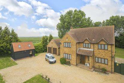 4 Bedrooms Detached House for sale in Holme Road, Ramsey St Marys, Huntingdon, Cambridge