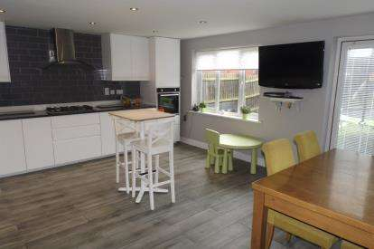 5 Bedrooms Detached House for sale in Evergreen Drive, Hampton Hargate, Peterborough, Cambridgeshire