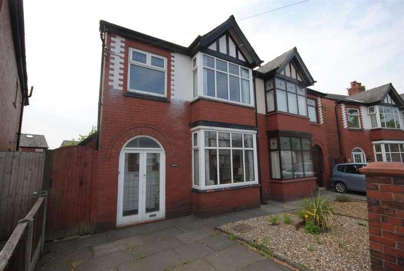 3 Bedrooms Semi Detached House for sale in Walkden Avenue East, Swinley, Wigan.