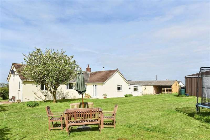 4 Bedrooms Bungalow for sale in Puddington, Tiverton, Devon, EX16