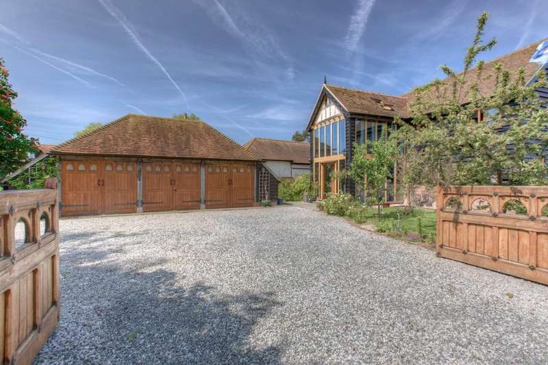 4 Bedrooms Barn Conversion Character Property for sale in Highfields Mead, East Hanningfield, CM3 8AW