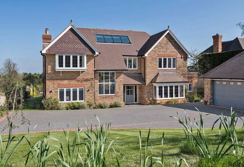 5 Bedrooms Detached House for sale in Coleshill, Amersham, HP7
