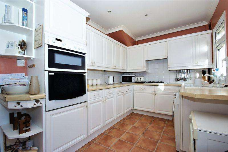 4 Bedrooms End Of Terrace House for sale in Grays