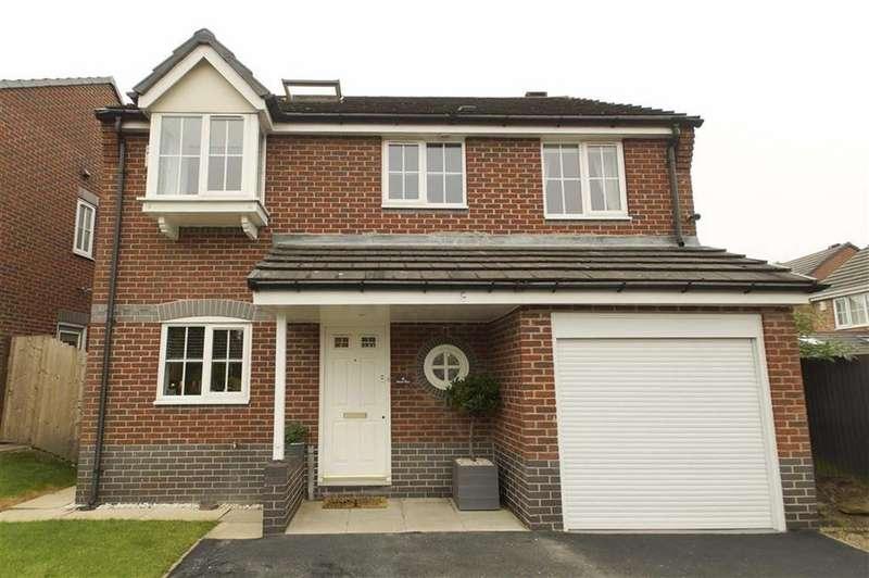 5 Bedrooms Detached House for sale in Mead Way, Leeds