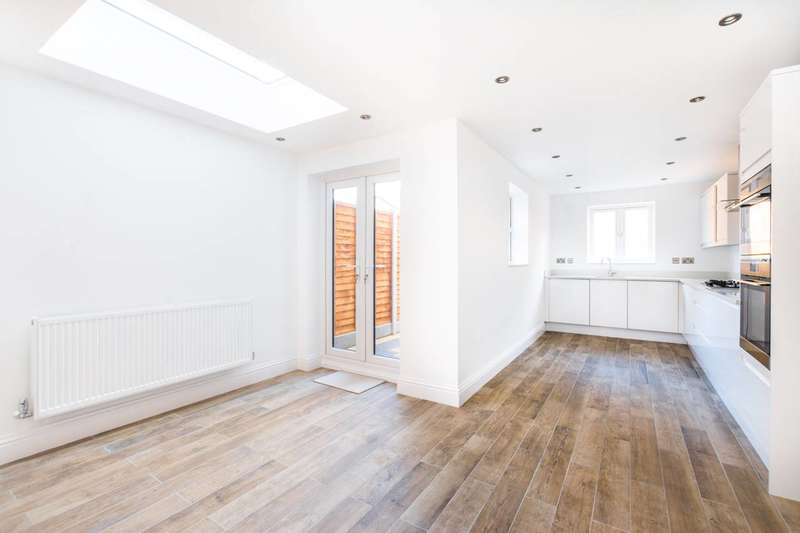 5 Bedrooms House for sale in Caistor Park Road, Stratford, E15