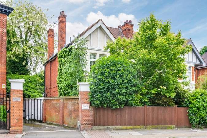 5 Bedrooms Semi Detached House for sale in Sutton Court Road, Chiswick