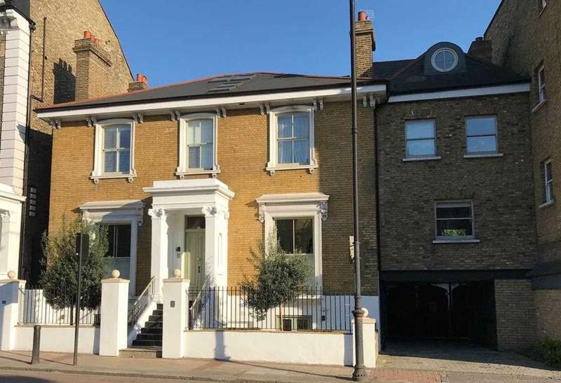 2 Bedrooms Apartment Flat for sale in East Hill, London