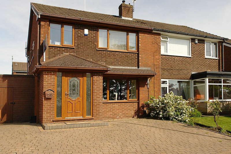 3 Bedrooms Semi Detached House for sale in George Street, Shaw
