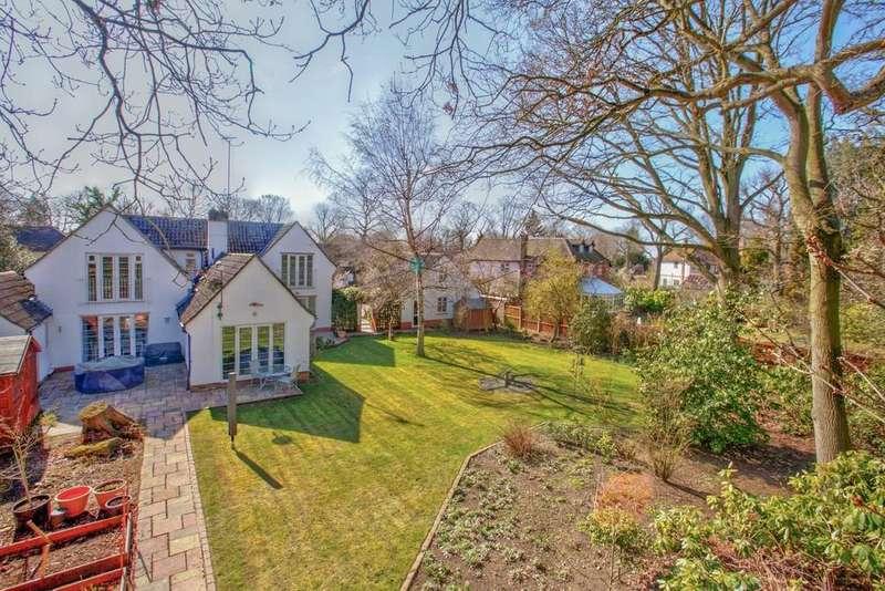 5 Bedrooms Detached House for sale in Welshwood Park Road, Colchester, CO4 3JB