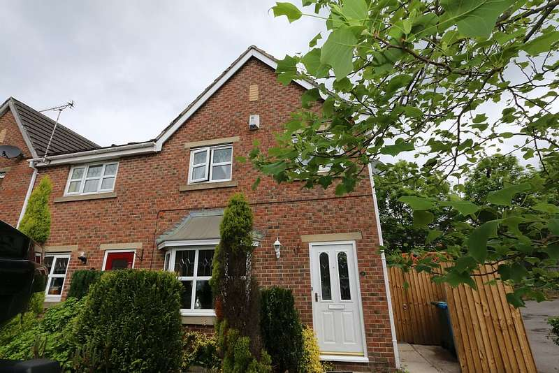 3 Bedrooms End Of Terrace House for sale in Woodside Close, Lees, Oldham, Greater Manchester, OL4 3AA