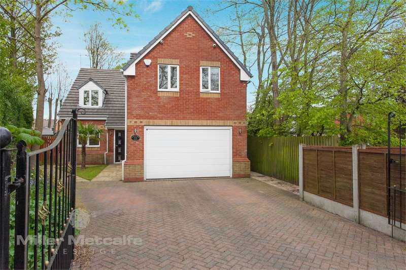 5 Bedrooms Detached House for sale in Walshaw Road, Bury, BL8