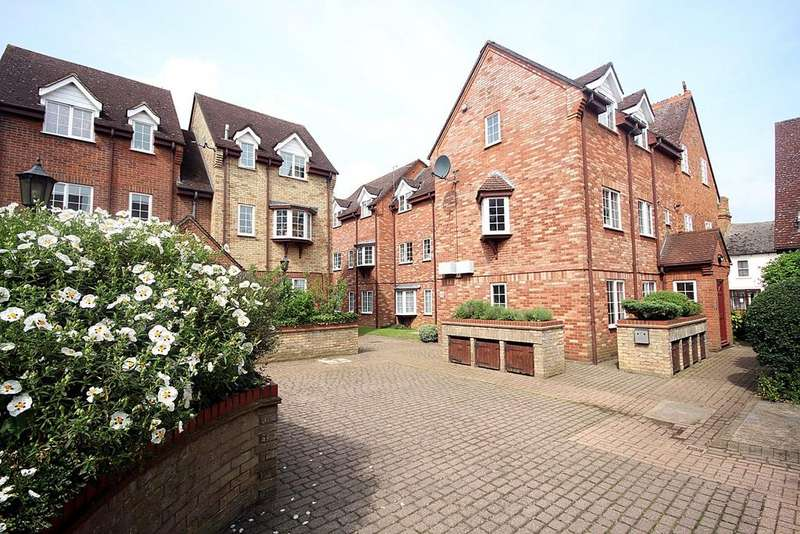 2 Bedrooms Ground Flat for sale in St Francis Court, Shefford, SG17