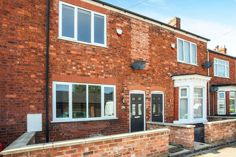 2 Bedrooms Terraced House for sale in Lawrence Avenue, Middlewich, CW10