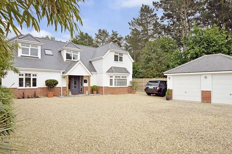 4 Bedrooms Chalet House for sale in Glenwood Road, West Moors, Ferndown