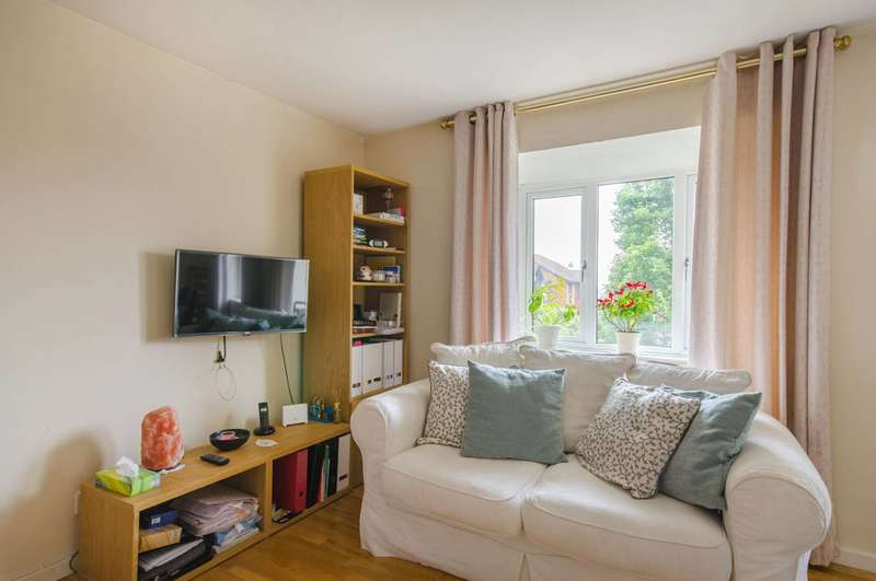 2 Bedrooms Flat for sale in Sterling Gardens, New Cross, SE14