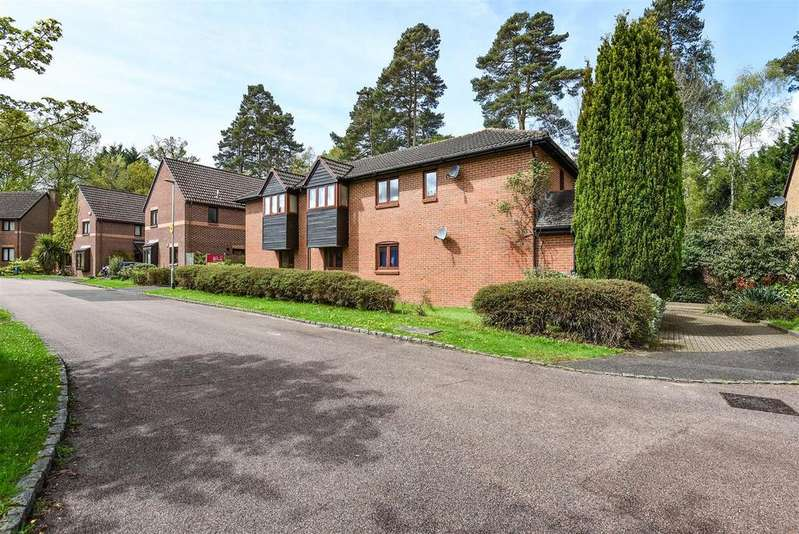 1 Bedroom Maisonette Flat for sale in St Andrews Close, Crowthorne, Berkshire RG45 6UP