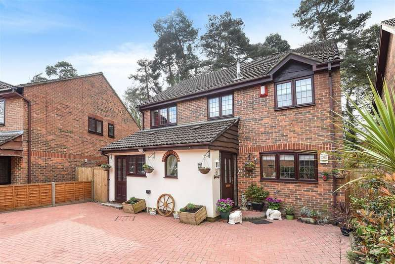 4 Bedrooms House for sale in Holme Close, Crowthorne, Berkshire RG45 6TF