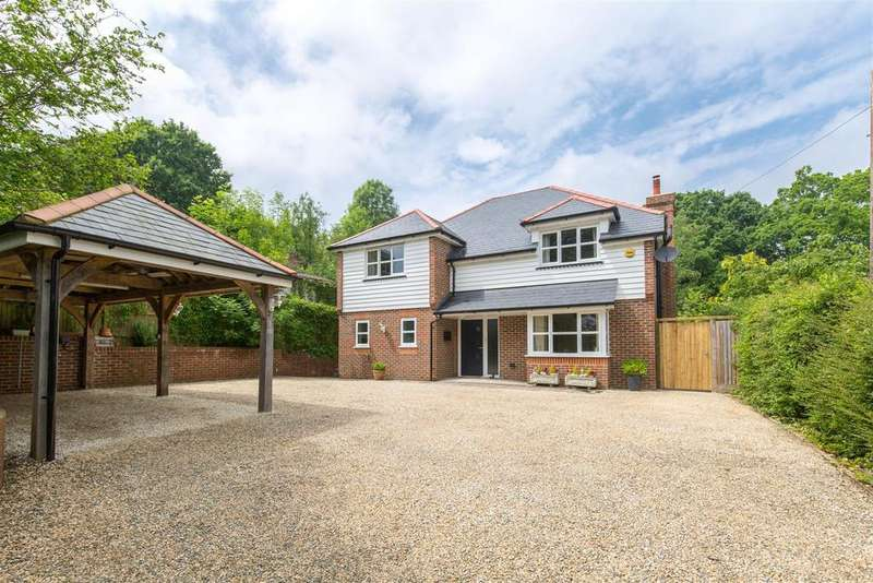 4 Bedrooms Detached House for sale in Stunning nearly new home close to the heart of Horam