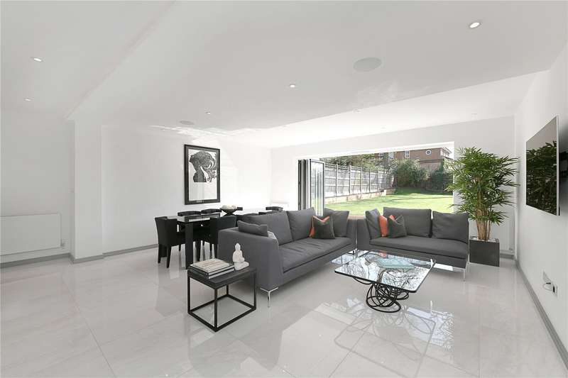 5 Bedrooms Detached House for sale in Wickliffe Avenue Finchley London