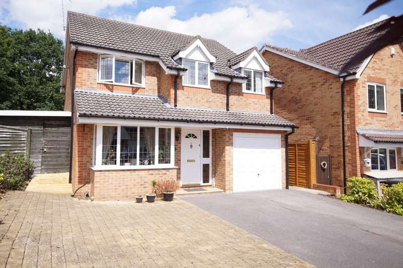 4 Bedrooms Detached House for sale in Maple Leaf Drive, Bordon, GU35