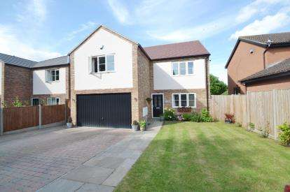 5 Bedrooms Detached House for sale in Chestnut Close, Rushden