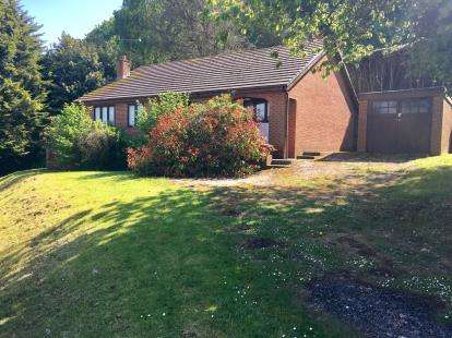 3 Bedrooms Bungalow for sale in Fron Park Road, Holywell, Flintshire, CH8