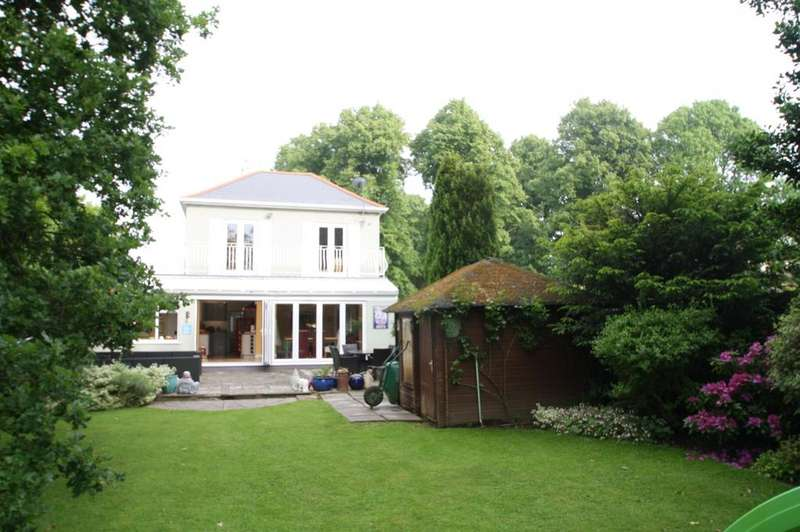 4 Bedrooms Detached House for sale in Leigh-on-sea SS9