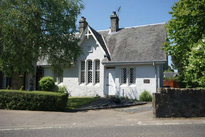 2 Bedrooms Cottage House for sale in The Old School House, Carriden Brae, Muirhouses EH51
