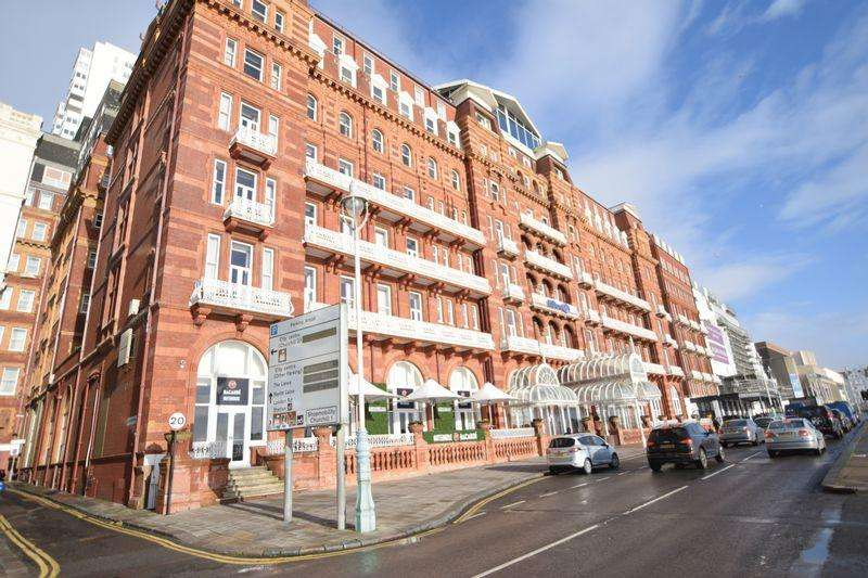 3 Bedrooms Penthouse Flat for rent in Kings Road, Brighton