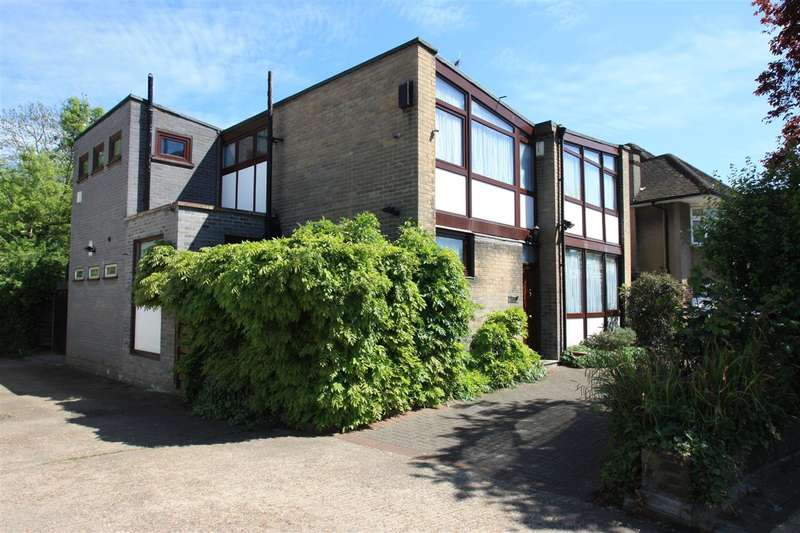 4 Bedrooms Detached House for sale in Court Drive, STANMORE